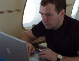 У микроблога Медведева более 200 тысяч фолловеров