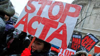 Тысячи европейцев протестуют против очередного антипиратского закона