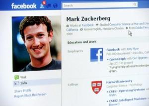 Facebook настроил импорт фотографий c мобильных устройств